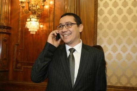 Victor Ponta, show în Parlament: 'DNA-ul din America' să fie sesizat în cazul lui Trump
