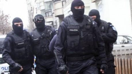 Prahova: 13 percheziții la hoți din societăți comerciale