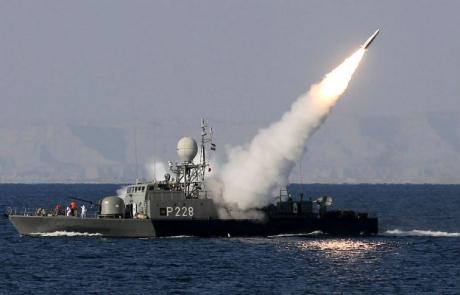 A început RĂZBOIUL între SUA și Iran? CNN anunță că o navă americană a tras asupra uneia iraniene