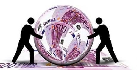 O nouă bancnotă euro intră oficial în circulație. Cum arată
