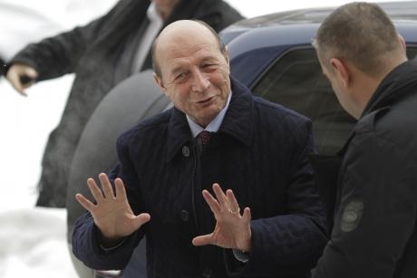 Băsescu: Preşedintele Klaus Iohannis nu mai pune presiune pe schimbarea Guvernului