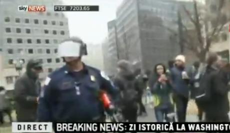 Proteste VIOLENTE în Statele Unite: Contestatarii lui Donald Trump, BĂTĂI cu poliţia / VIDEO