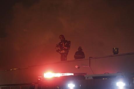 EXPLOZIE într-un bloc: Două persoane au suferit ARSURI GRAVE, 20 au fost EVACUATE