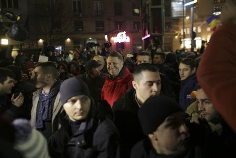 Ce au putut să scrie nemții de la agenția de presă de stat despre proteste și Klaus Iohannis