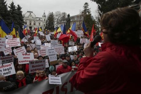 Mii de oameni la mitingul PSD de la Târgovişte. Susţinere pentru Guvern/ FOTO-VIDEO