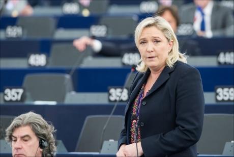 Franţa: Marine Le Pen se suspendă de la conducerea Frontului Naţional şi declară că va câştiga