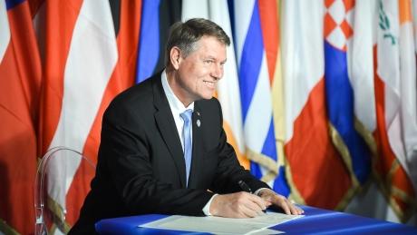 Klaus Iohannis a semnat pentru o nouă zi de sărbătoare naţională