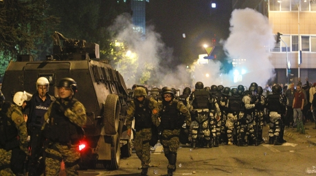 Peste 100 de persoane au fost rănite în protestele din Macedonia - FOTO/VIDEO