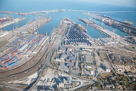 Furtuna a închis temporar porturile Midia și Constanța