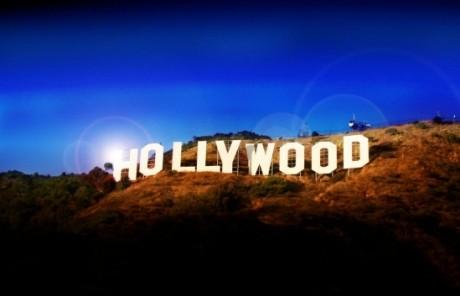 RuPaul este primul travestit care a primit o stea pe bulevardul celebrităţilor de la Hollywood