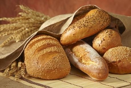 Avertismentul medicilor: Este bine sau rău să renunţi la pâine