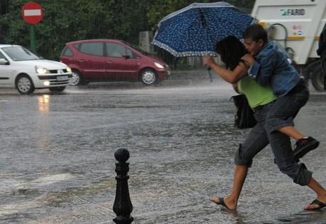 Avertizare METEO: Cod galben de ploi în nouă judeţe, până luni la prânz/ HARTA zonelor vizate
