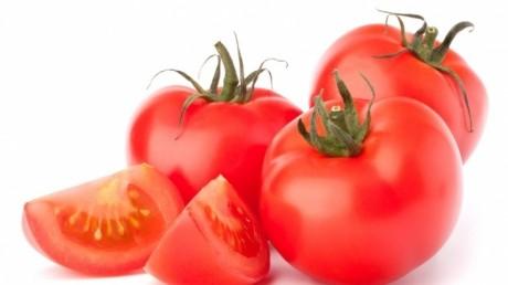 Primii beneficiari ai programului guvernamental 'Tomate 2017' și-au scos producțiile pe piață