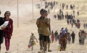 Children from minority Yazidi sect, fleeing violence from forces loyal to Islamic State in Sinjar town, make way towards Syrian border, on outskirts of Sinjar mountain