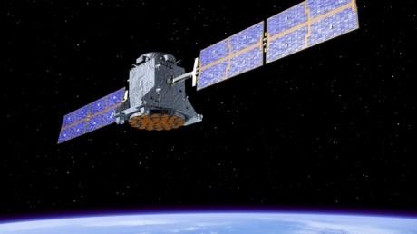O plasă gigantică aruncată dintr-un satelit ar fi soluția pentru curătarea rămășițelor care plutesc pe orbita Pământului