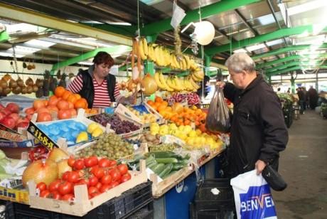 ANPC a făcut PRĂPĂD după ordinul lui Liviu Dragnea - 80% din marii operatori care vând fructe și legume, AMENDAȚI