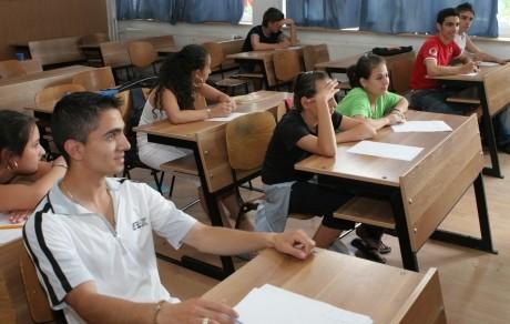 BACALAUREAT Absolvenții de liceu încep probele scrise