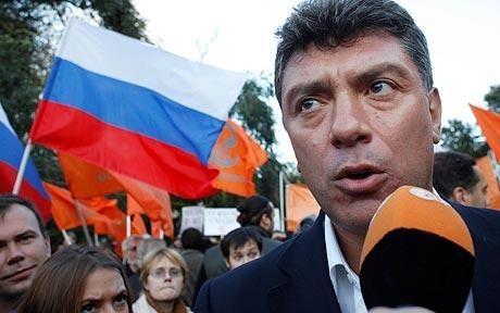 S-a inaugurat o placă memorială în memoria lui Boris Nemţov: Construcţia, pe faţada imobilului în care locuit opozantul asasinat în 2015