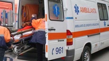 Trei copii şi două femei au fost răniţi într-un accident pe DN 6