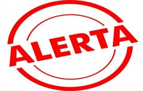 Alertă în Argeş: Intervenţia pentru stingerea incendiului de lângă cetatea Poenari continuă atât la sol, cât şi cu elicopterele