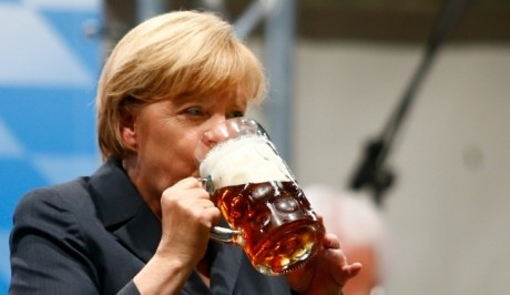 HAOS în Germania: Deputații au votat o controversată lege anti-COVID-19 prin care Angela Merkel primește noi puteri