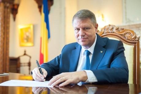 Klaus Iohannis a promulgat legea: Pădurarii vor putea fi dotați cu armament de serviciu letal