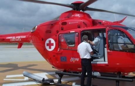 Copil de doi ani din Arad, cu arsuri pe 60% din corp transportat cu elicopterul la Bucureşti