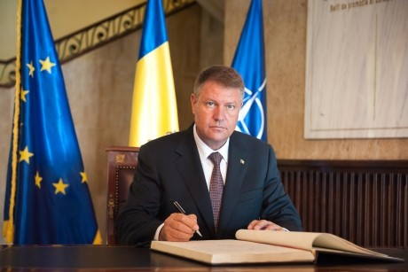 ULTIMA ORĂ: Iohannis trimite la CCR legea care îi 'spală' pe parlamentari de conflict de interese
