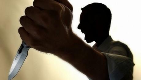 SCENE SÂNGEROASE Un tânăr și-a ÎNJUNGHIAT părinții: A fost prins într-o oră de polițiști