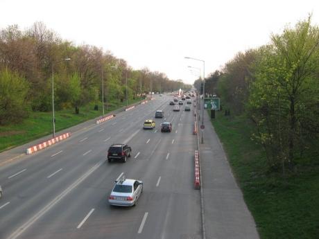 Trafic restricţionat pe Autostrada Bucureşti-Piteşti: O maşină a luat foc în mers