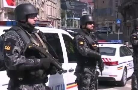 Mascații i-au luat cu asalt - Descinderi la traficanții de droguri din două stațiuni de pe litoral
