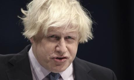 Şeful diplomaţiei britanice, surprins de o farsă telefonică