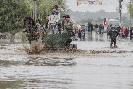 ALERTĂ meteo - AVERTISMENT dur al hidrologilor: Cod GALBEN de inundații