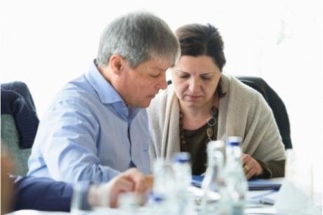 Dacian Cioloş pune umărul la referendumul lui Iohannis: De ce vrea să intrezică OUG pe justiţie, deşi guvernul său a adoptat asemenea acte normative