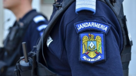 Protest anti-PSD în parcarea Aeroportului Oradea - Jandarmii au dat amenzi pe bandă rulantă. Suma uriașă pe care trebuie să o plătească protestatarii