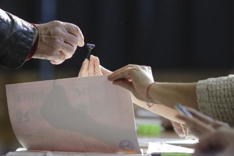 Situație CIUDATĂ: trei localități din același județ au rămas fără primar. Prefectul ezită să organizeze alegeri anticipate