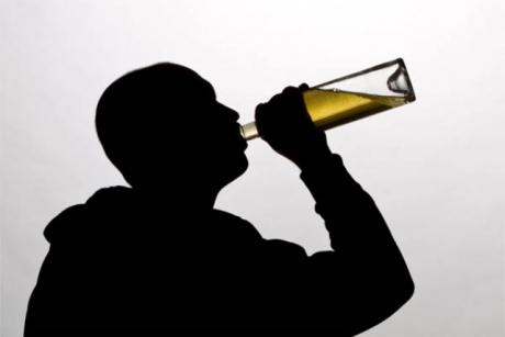 În cât timp elimini alcoolul din organism: Avertisment pentru şoferii vicioşi