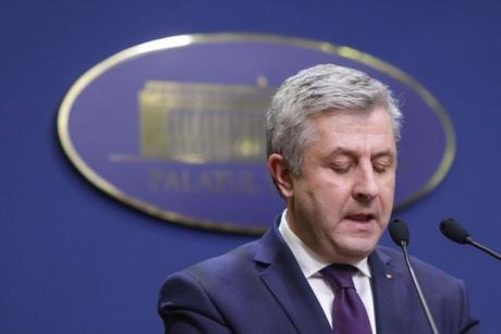 Florin Iordache a fugit de jurnalişti când au cerut explicaţii privind adoptarea Codului de procedură penală în regim de urgenţă