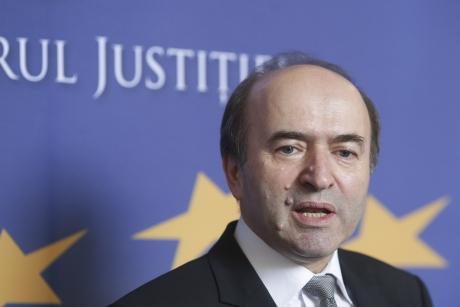 `Precizări` în noapte al ministrului Justiției. Ce le răspunde contestatarilor `micii grațieri`
