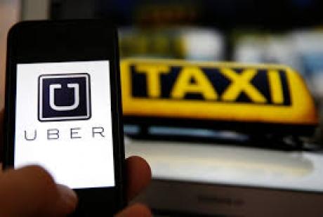 Incidente în Capitală: Zeci de taximetrişti au ieşit la protest şi la 'vânătoare' de şoferi UBER (VIDEO)