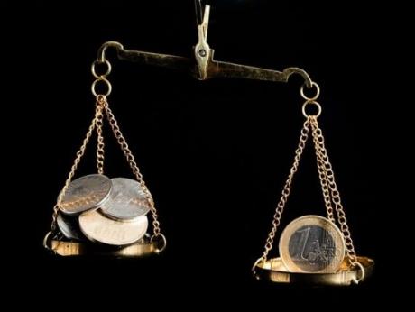 Euro trades at 4.6651 lei