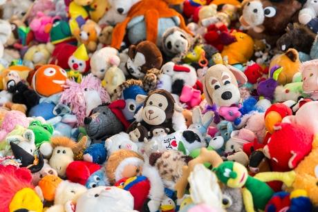 Statul face bani din jucării: Amenzi pentru comercianții care puneau în pericol copiii