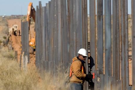 Ultima NEBUNIE a lui Donald Trump: Cere unei țări din UE să ridice un zid de-a lungul Saharei, pe o distanță de 4.800 de km