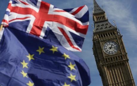 Guvernul britanic a redus estimările de creştere economică şi se va împrumuta mai mult în perspectiva Brexit