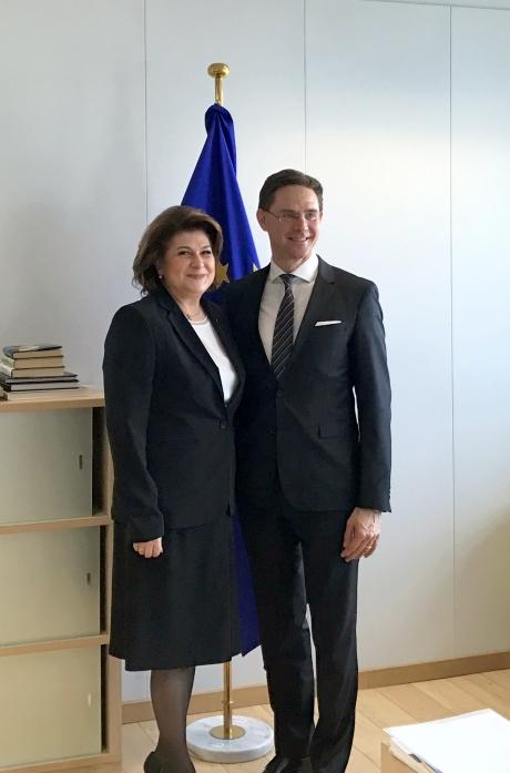 Reacție DURĂ din PSD după criticile vicepreședintelui Comisiei Europene: Nu-l recomandă nici fața, nici experiența. Să se preocupe de țările lor