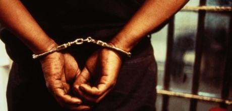 Un bărbat a fost reţinut de două ori în 24 de ore în două dosare distincte