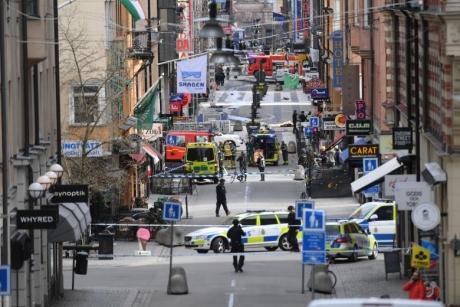 Suedia: Trei bărbaţi, răniţi într-un incident armat la Malmo