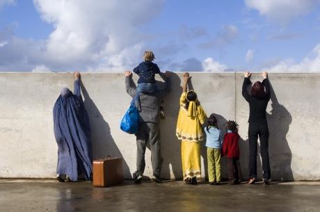 Franța e SPERIATĂ: Anunță TSUNAMI de migranți în Pirinei