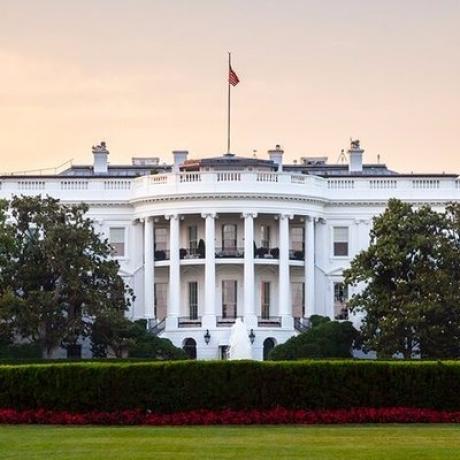 Un individ a fost arestat, după ce ar fi plănuit să atace Casa Albă și Statuia Libertății