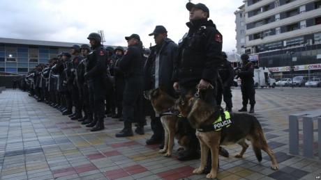 Kosovo își face propria armată: 5000 de militari activi şi 3000 de rezervişti